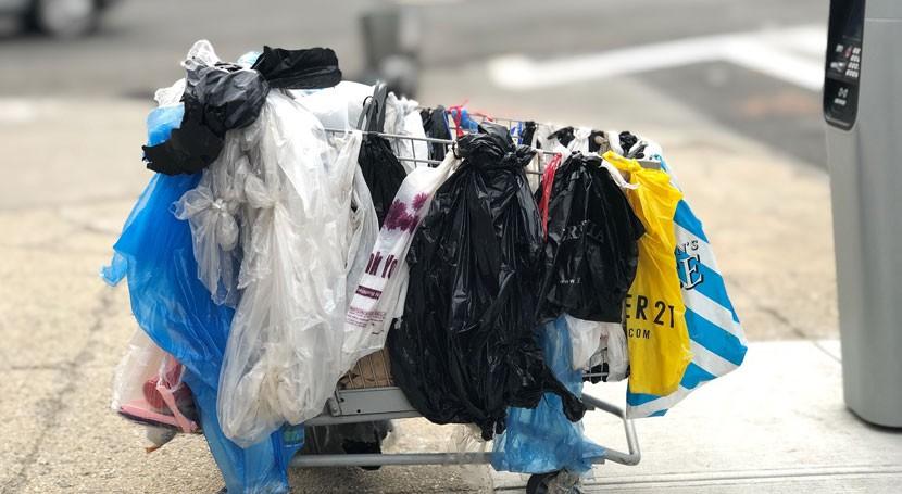 Usamos 10 millones bolsas cada minuto y 70% acaban océanos
