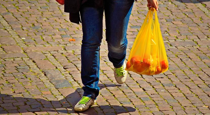 Entra vigor obligatoriedad pagar bolsas plástico comercios Cataluña