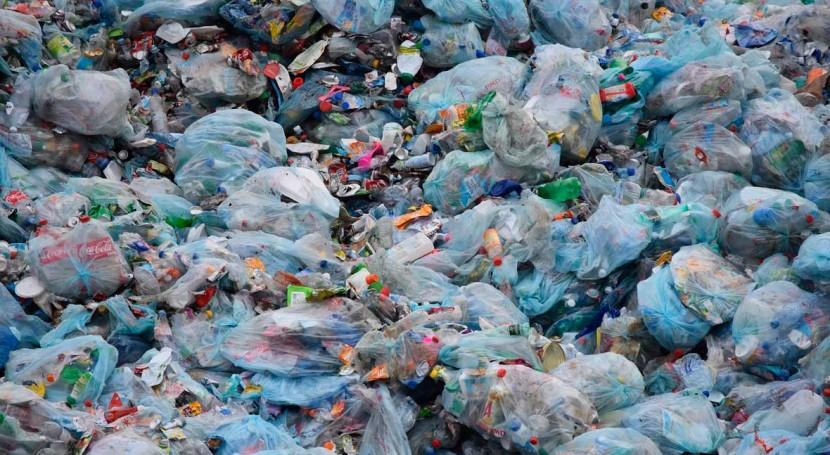 FCC Medio Ambiente apuesta reciclado plástico film residuos urbanos