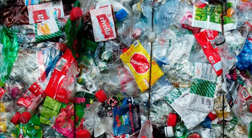 Más cien signatarios se comprometen usar plástico reciclado 2025