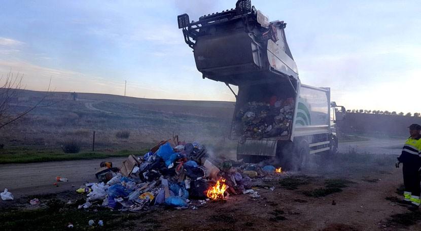 Brasas mal apagadas provocan combustión basura dentro camión Puebla Prior