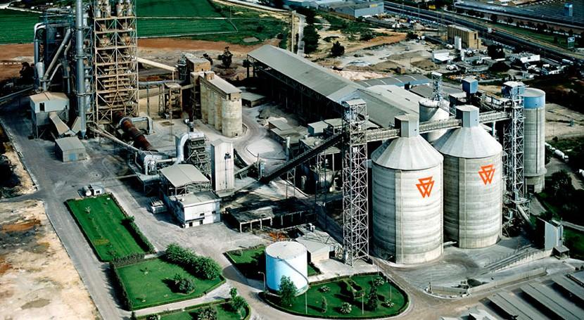 Gobierno andaluz inspeccionará cementera Alcalá comprobar emisiones industriales