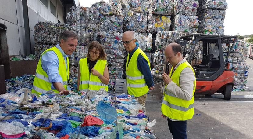 """Elena Cebrián: """"Hay que ver reciclaje y generación residuos como ciclo"""""""
