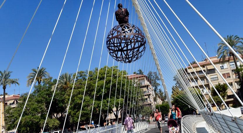 14 esculturas material reciclado llenan vida río Segura paso Murcia