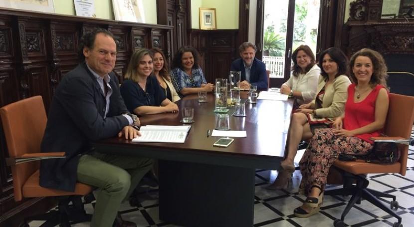 José Fiscal se reúne Asociación Mujeres Empresarias Medio Ambiente y Reciclaje