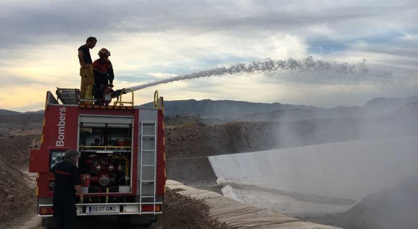 Gobierno valenciano investiga origen fuego vertedero Novelda