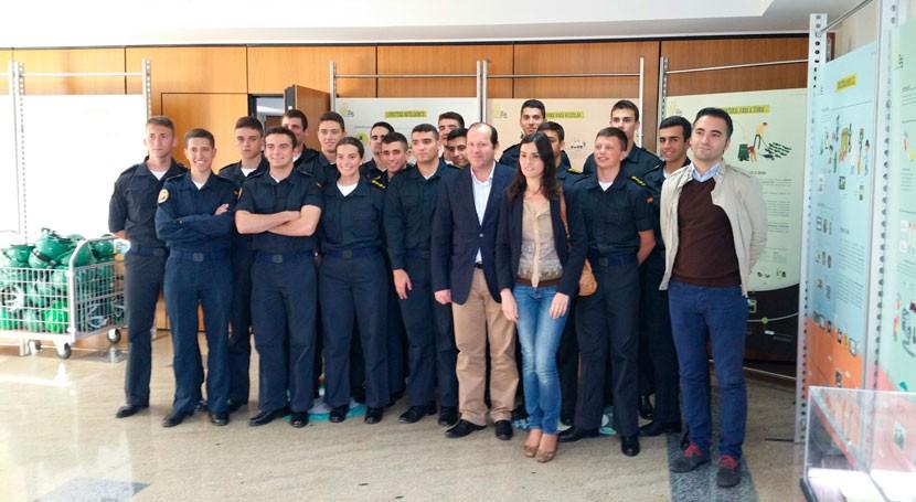 alumnos Escuela Naval Marín visitan Sogama