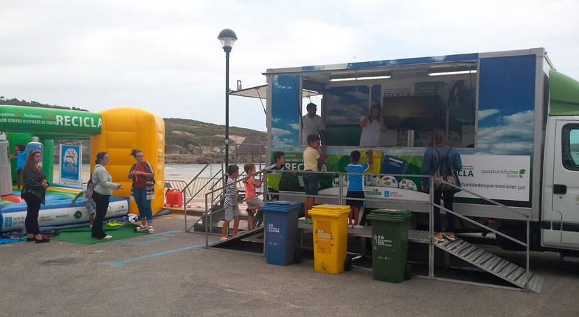 usuarios playas Almieiras, Fene, y Doniños reciben clases reciclaje
