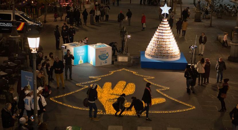 Más 2000 personas participan primer mosaico solidario vidrio