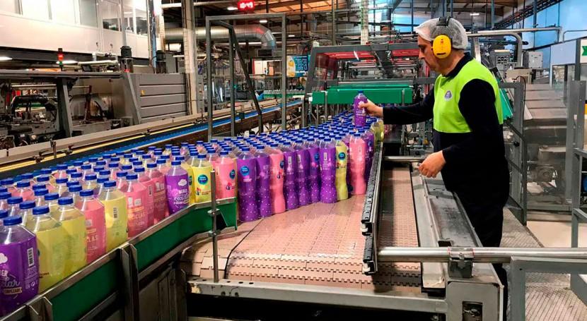 Nestlé refuerza compromiso reducir tercio uso plásticos vírgenes 2025