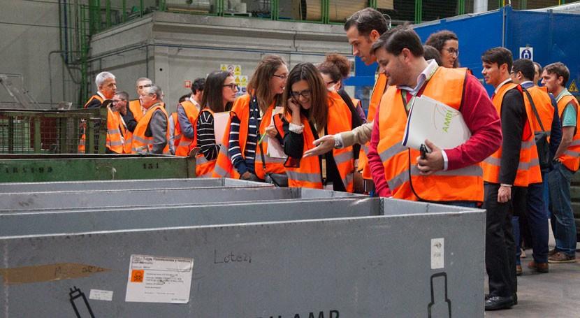 Productores AMBILAMP y AMBIAFME visitan planta reciclaje RAEE Recybérica Ambiental