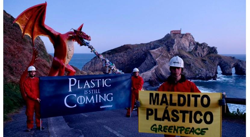 Greenpeace lucha avalancha plástica empresas dragón gigante Rocadragón
