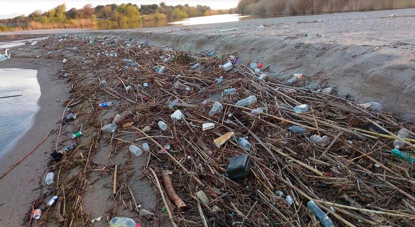 sumidero oceánico plásticos que ríos se llevaron