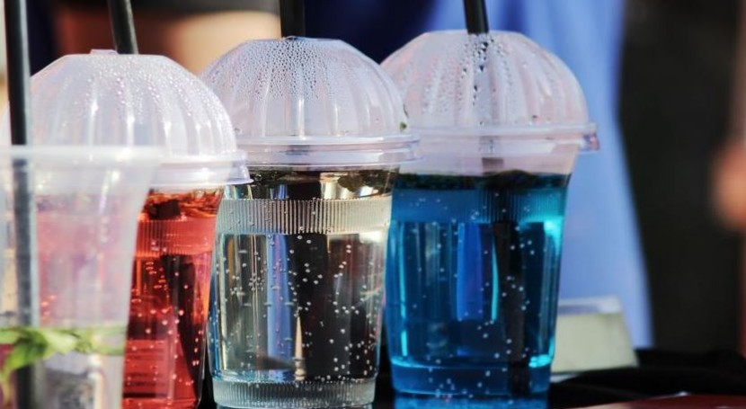 ¿Qué están haciendo empresas frenar torrente plásticos?