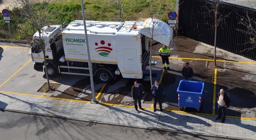 Badajoz limpia y desinfecta cada año más 250.000 contenedores residuos urbanos