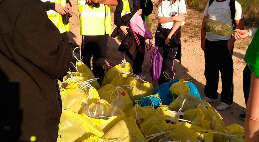 veintena alumnos Divina Pastora Ourense recogen 600 envases plásticos Montealegre