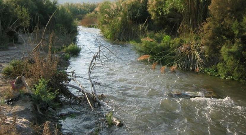 Andalucía pide colaboración municipal evitar vertido residuos río Adra