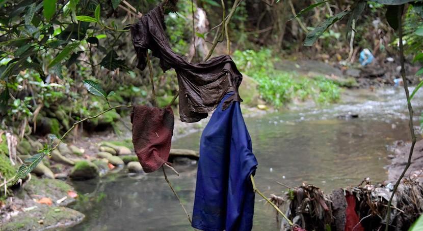 estudio determina que cada vez que lavamos ropa, contaminamos mares plástico