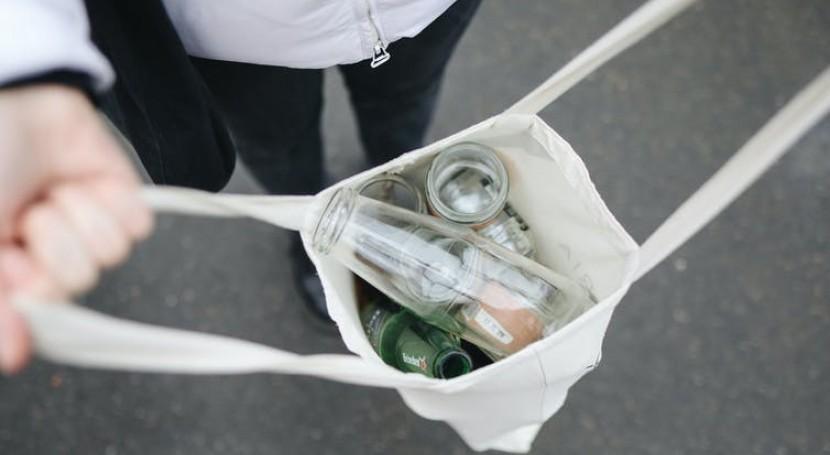 Plástico o vidrio: ¿qué botella debemos escoger cuidar medioambiente?